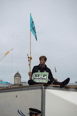 Logo Geef om de Aarde: Stop ecocide!